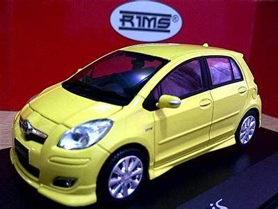 Miniatur Mobil Toyota Yaris Hitam jual diecast miniature fortuner mazda 2 avanza inova