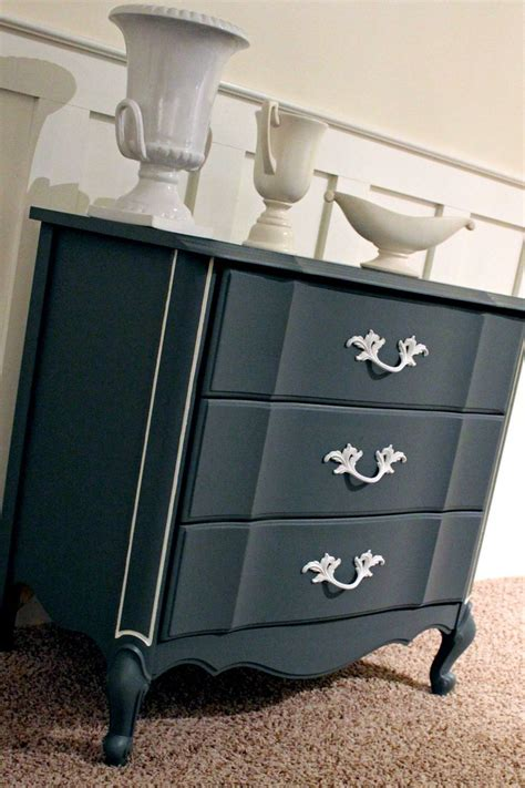 chalk paint effects 1000 images about chalk paint on furniture