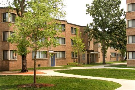 Apartments In Chicago Lawn Area Preserving Affordable Housing At Parkway Gardens In