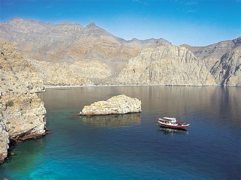 dive oman oman liveaboard diving holidays with diverse travel