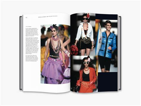 chanel catwalk the complete 050051836x chanel catwalk the complete karl lagerfeld collections amazon co uk patrick mauri 232 s ad 233 lia