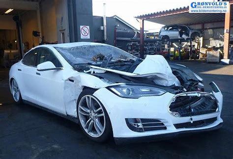 Tesla Model S Safety Tesla Model S Protects Family In Landslide Images