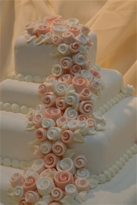 Hochzeitstorte 200 Personen by Hochzeitstorte Mit Drei Etagen Mit Rezept Und Bildern