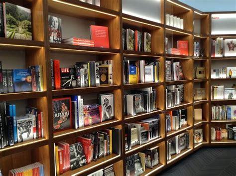 libreria rizzoli galleria internazionale 187 libri 187 riapre libreria rizzoli