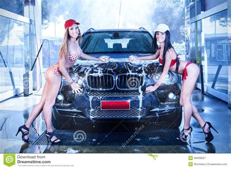 Frauen Waschen Auto by Two In Car Wash Stock Image Image Of Shiny Heels