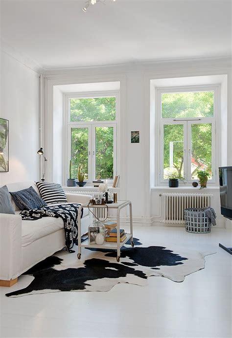 zwart vloerkleed landelijk koeienhuid vloerkleed interiorinsider nl