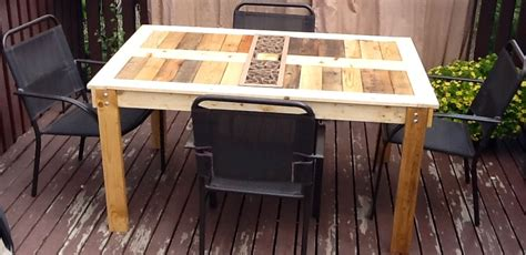Patio Table From Pallets by White Modified Outdoor Pallet Patio Table Diy Projects