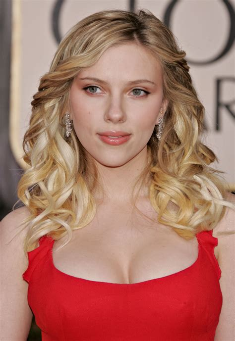 scarlett johansson voted esquire sexiest woman alive for