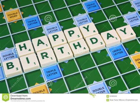 le in scrabble grattez le joyeux anniversaire photo stock image 61063243
