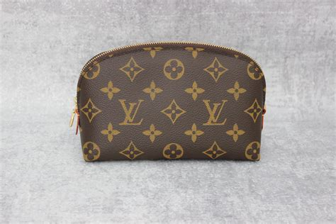 L V Irene Pouch louis vuitton monogram canvas cosmetic pouch at s consignment