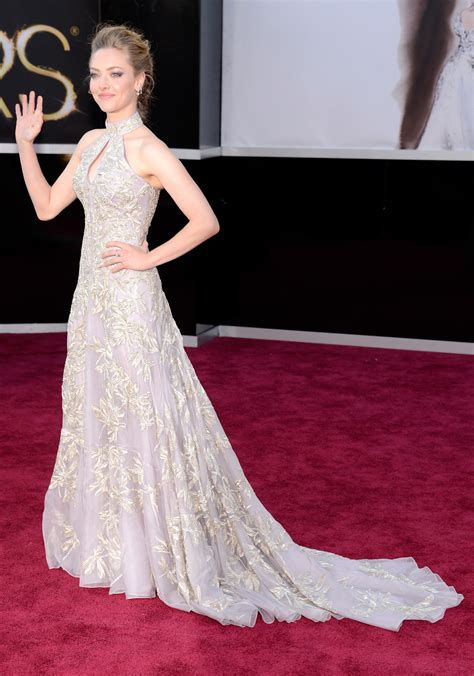 amanda seyfried red carpet amanda seyfried on the red carpet at the oscars 2013