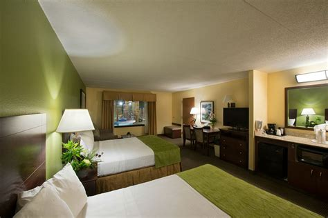 Duluth Hotels With In Room by Edgewater Hotel Waterpark In Duluth Hotel Rates Reviews On Orbitz