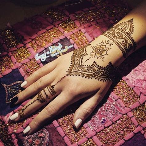 cool henna tattoos on hand 25 best ideas about cool henna on cool henna