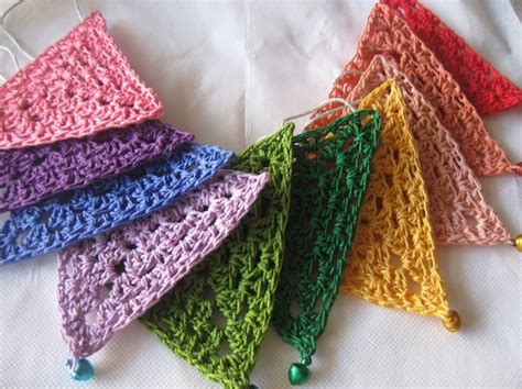 pattern for granny triangle triangle grannies would make a fun scarf for an operation