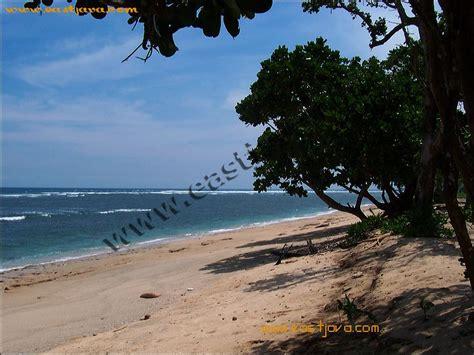 pantai balekambang malang menyimpan  pesona pulau