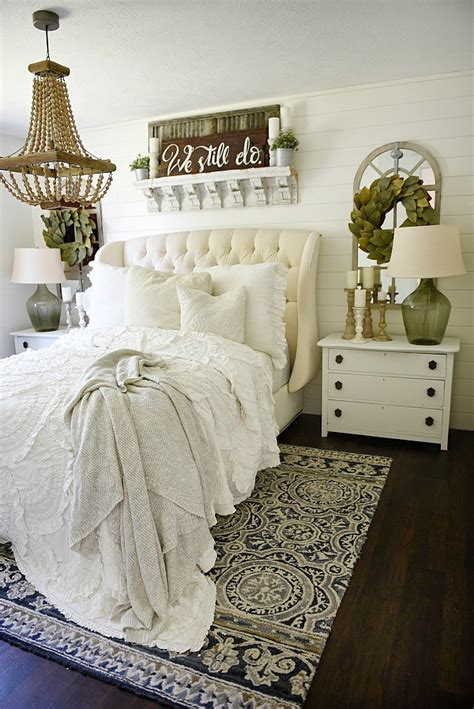 cozy farmhouse bedroom makeover bigdiyideascom