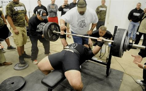 elevated bench press texas high school senior smashes 700 lb bench press
