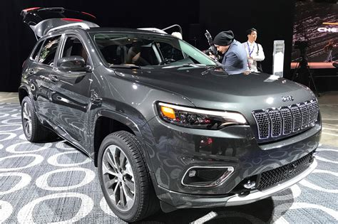 New Jeep For 2018 by Jeep 2018 Facelifted Suv Unveiled At Detroit