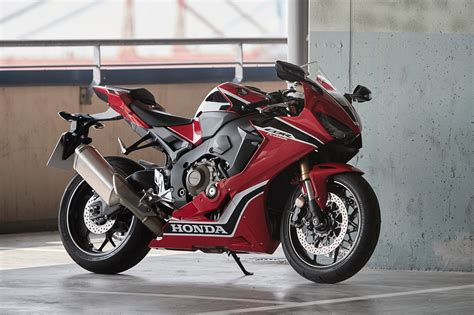 2017 Honda Cbr1000rr Fireblade And Fireb Visordown