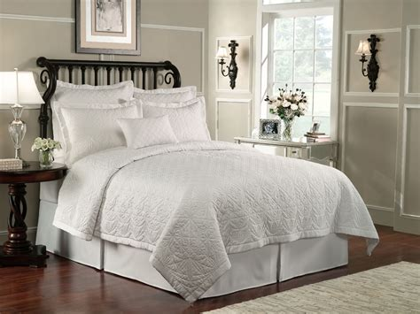 Luxury Quilts Lismore Quilt White By Waterford Luxury Bedding
