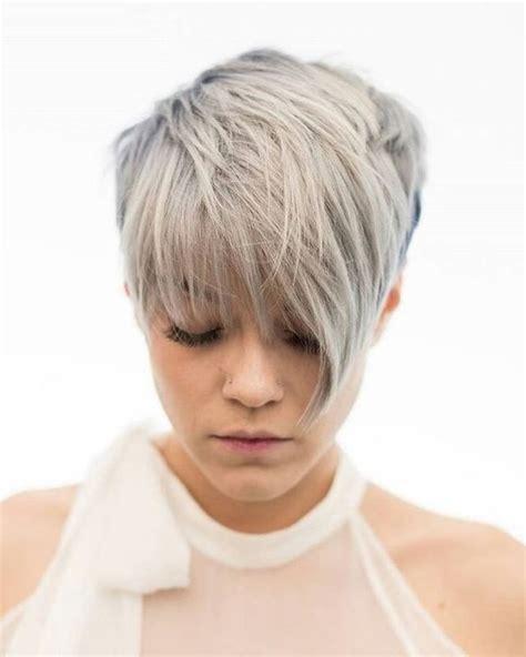 cheveux chatain meche grise coloration des cheveux moderne 1001 id 233 es de coupe courte femme moderne et styl 233 e coiffures coloration grise