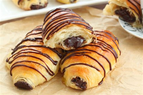 Croissant Coklat au chocolat chocolate croissants made from scratch