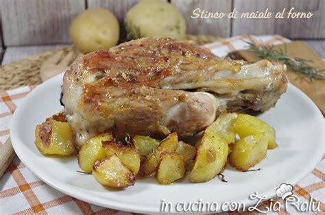 cucinare lo stinco di maiale al forno stinco di maiale al forno con precottura in cucina con