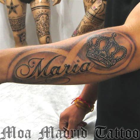 tattoo corona tatuaje de nombre infinito y corona sonbra