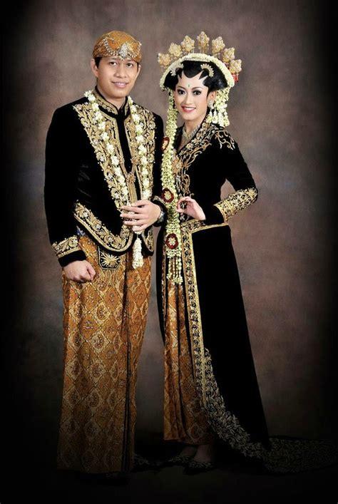 Foto Prewedding Adat Jawa Timur by Baju Pengantin Adat Jawa Tengah