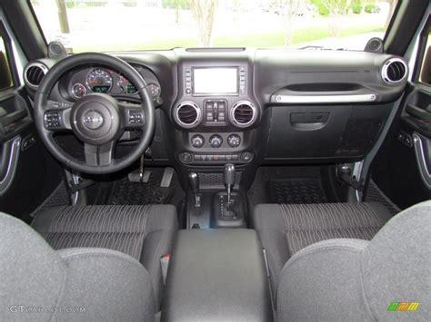 Dashboard Jeep Wrangler 2011 Jeep Wrangler Unlimited Rubicon 4x4 Black Dashboard