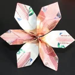 tisch aus geldscheinen basteln bettw 228 sche aus geld falten geldschein zu einer maus