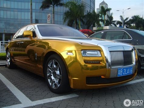 rolls royce phantom gold chrome gold rolls royce ghost looks quite good