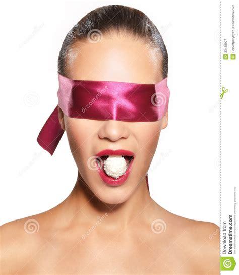 imagenes ojos vendados mujer con los ojos vendados fotograf 237 a de archivo libre de