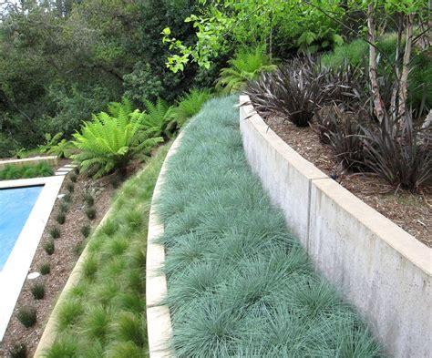 pflegeleichter hanggarten low maintenance landscaping ideas retaining walls hillside