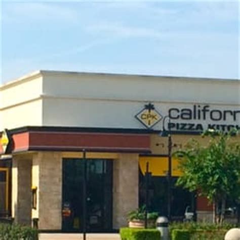 california pizza kitchen 126 photos 89 reviews pizza