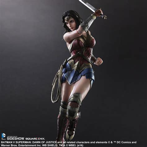 Figure Wonderwoman figure by square enix sideshow collectibles