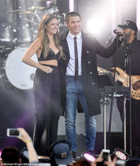 tove lo and nick jonas perform new song close daily