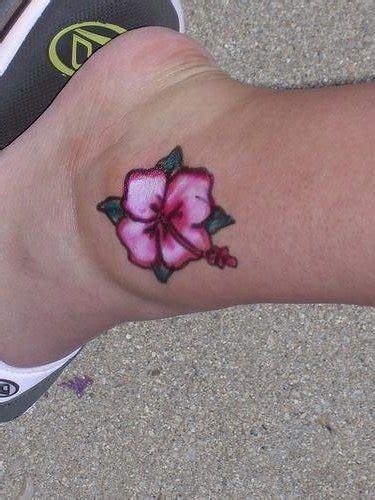 fiore hawaiano tatuaggio 60 tatuaggi hawaiani sulle varie parti corpo