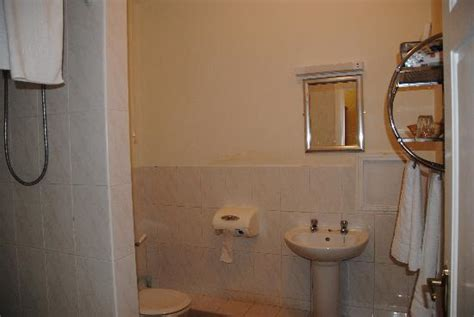 house hotel seahouses house hotel seahouses the bathroom picture of