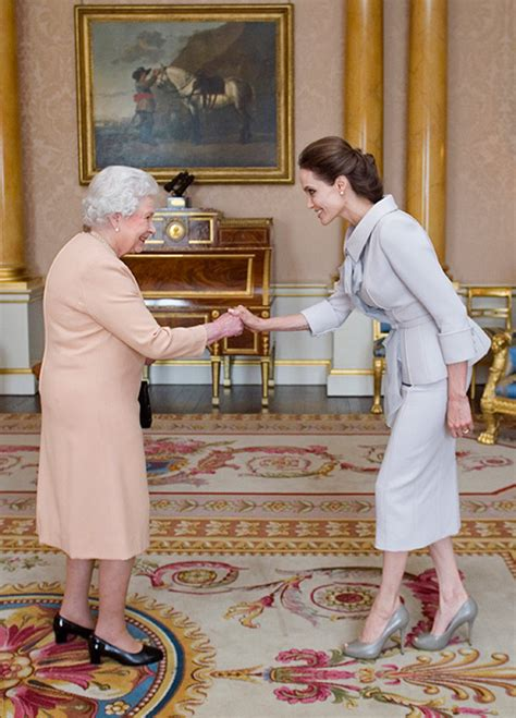 Home Decor And Renovations Magazine The Queen Is Hiring New Footman At Buckingham Palace