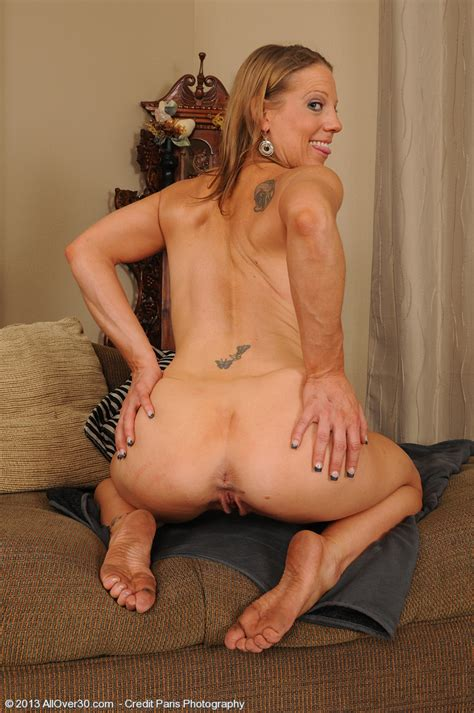 Pretty MILF Alyssa Dutch Display Her Cherry MILF Fox