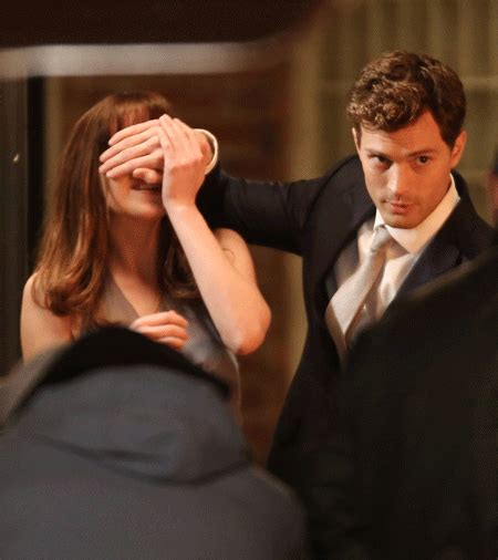 film hot seperti fifty shades of grey jamie dornan surprises dakota johnson with a red audi