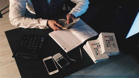 fentury allows you to keep track of expenses save money plan