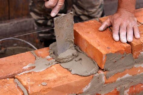 Costruire Un Muro Di Mattoni by Costruire Un Muro In Mattoni Muratura Come Realizzare