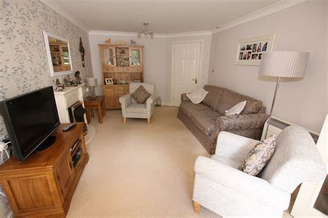 naomi in the living room russell walk kings heath exeter 3 bedroom house for