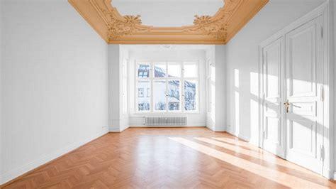 dipingere il soffitto come carteggiare una parete quali attrezzi servono