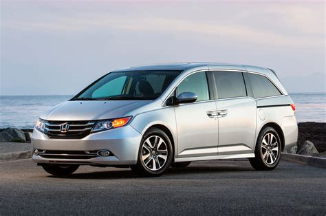 2015 Honda Odyssey by 2015 Honda Odyssey Front Three Quarter Photo 3
