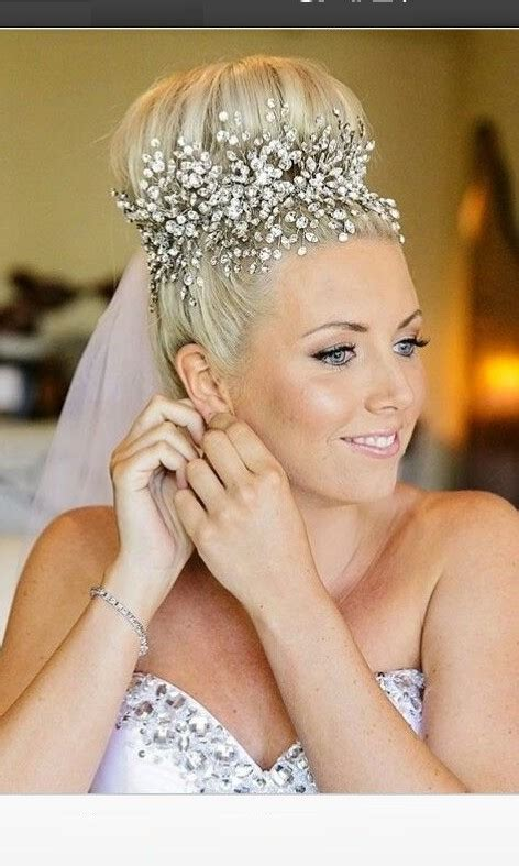 Wedding Hairstyles For Veils And Tiaras by Amazing Wedding Hairstyle With Tiara And Veil Hairzstyle