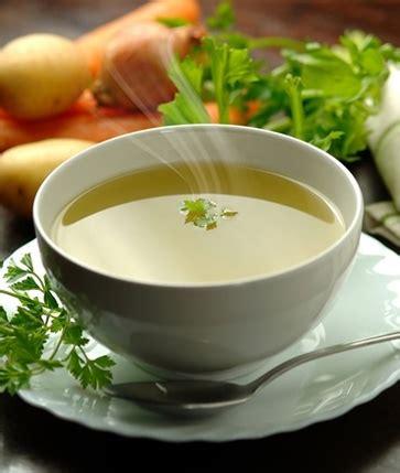 alimenti facilmente digeribili il brodo vegetale per la febbre alimenti per combattere