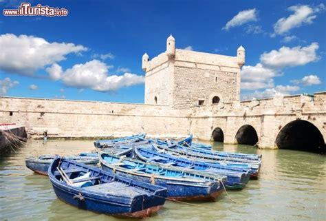 un porto marocco forte e porto di essaouira marocco secondo foto